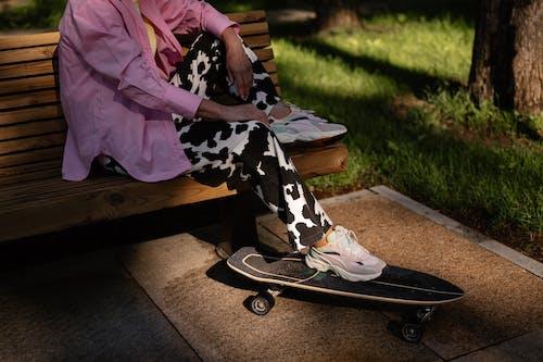 ahşap, ayakkabı, bacaklar içeren Ücretsiz stok fotoğraf