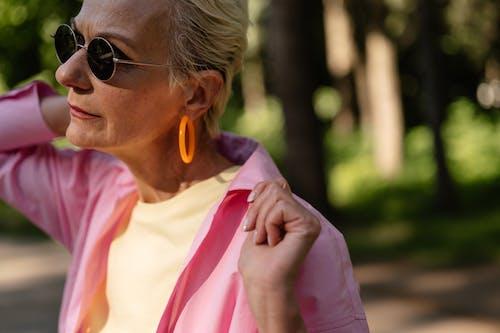 Fotos de stock gratuitas de abuelita, adulto mayor, al aire libre
