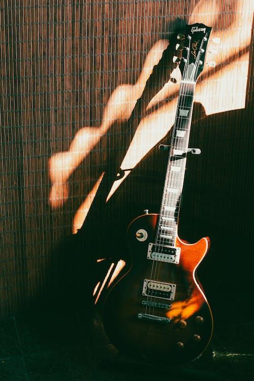 Kostenloses Stock Foto zu elektrische gitarre, gitarrensaiten, griffbrett