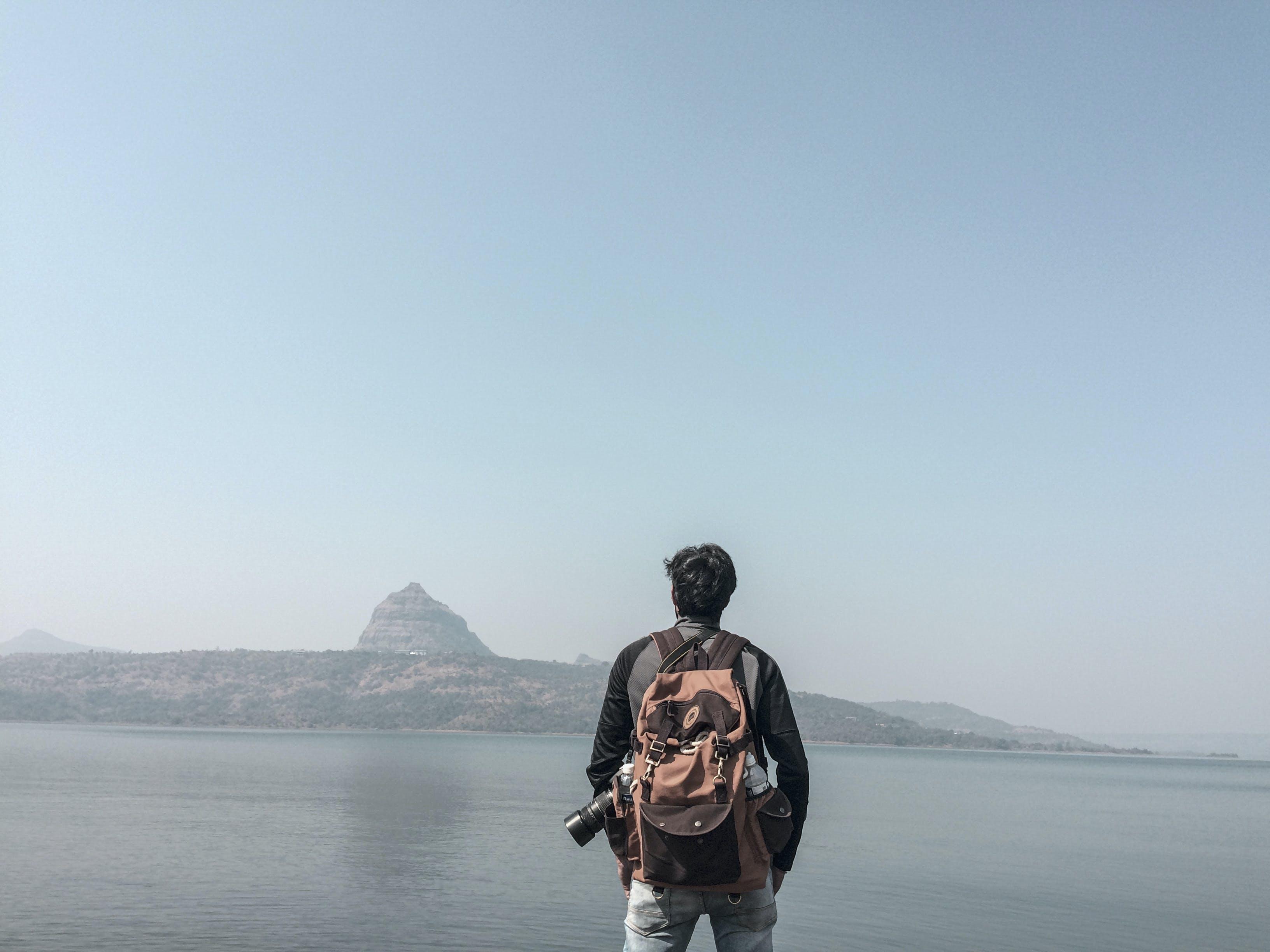 Gratis stockfoto met achtergrondafbeelding, backpack, berg, buiten