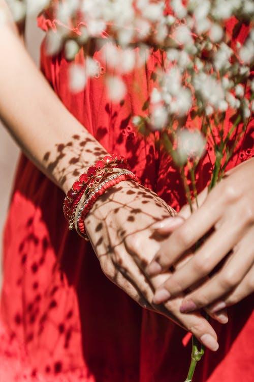 Foto profissional grátis de acessórios, braceletes, dedos
