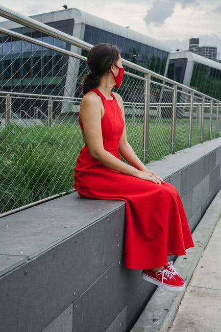 5 Fashion Tips on How to Wear Sneakers With a Dress