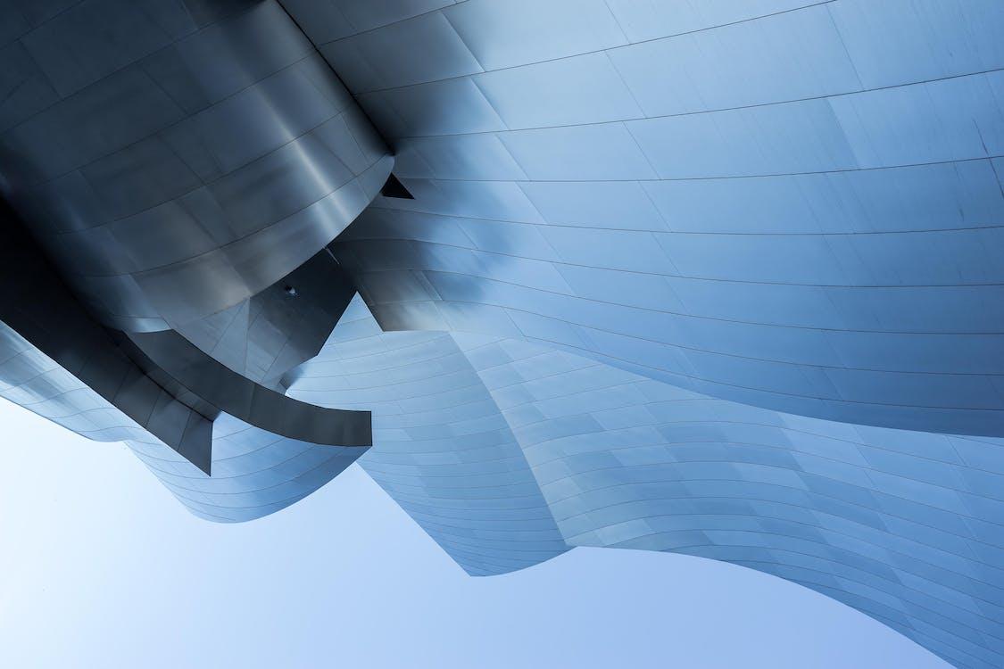 acciaio, cielo azzurro, design