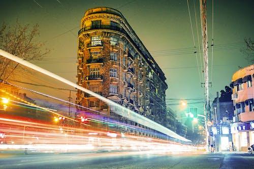 Kostenloses Stock Foto zu abend, architektur, auto, autobahn