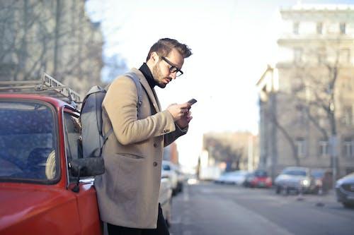 Kostenloses Stock Foto zu autos, bart, brillen, elektrik