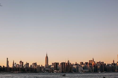 Бесплатное стоковое фото с архитектура, башня, вода, горизонт