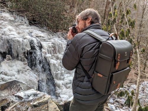 Kostenloses Stock Foto zu fotografie ausrüstung, fotografie rucksack, kamerarucksack, rucksack im freien