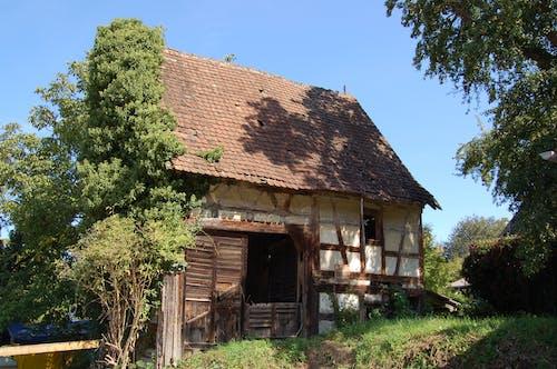 Darmowe zdjęcie z galerii z gospodarstwo, niszczenie, obora, stary dom