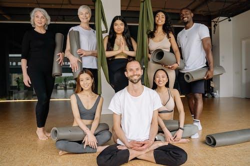 Foto stok gratis beraneka budaya, dalam ruangan, fitness