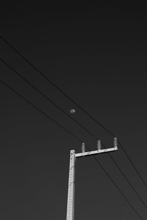 Δωρεάν στοκ φωτογραφιών με ασπρόμαυρο, ηλεκτρική ενέργεια, ηλεκτρική στήλη