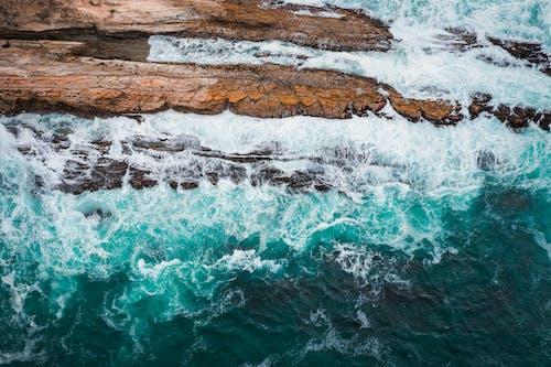 Immagine gratuita di da sopra, formazione rocciosa, mare