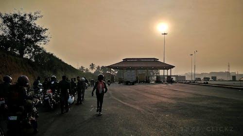Kostnadsfri bild av gryning, motorväg, rida, ryttare
