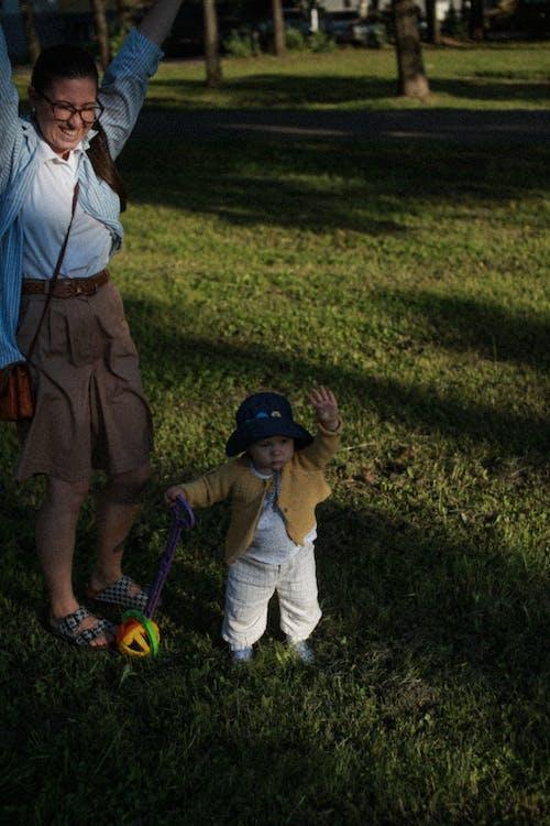Gratis stockfoto met binden, gras, handen omhoog