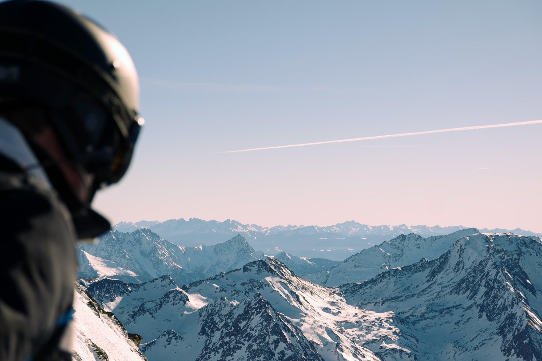 Základová fotografie zdarma na téma denní, denní světlo, helma, horolezec