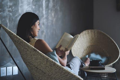 Fotos de stock gratuitas de leyendo, libro, mujer