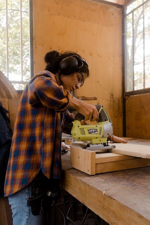 アダルト, インドア, ウッドワークショップの無料の写真素材