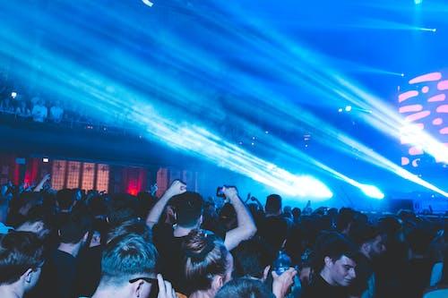 Fotos de stock gratuitas de actuación en vivo, audiencia, buenas vibraciones