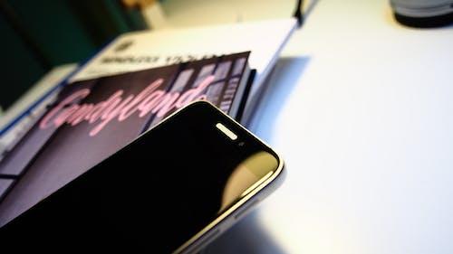 Fotobanka sbezplatnými fotkami na tému smartfón