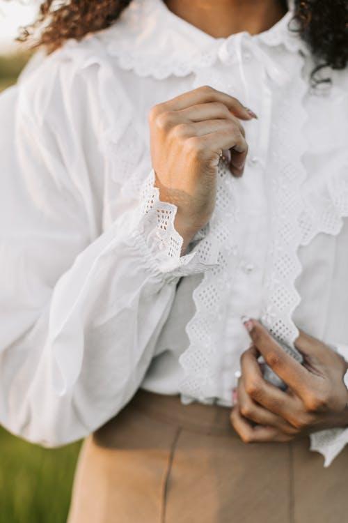 Foto stok gratis baju putih, belum tua, cantik