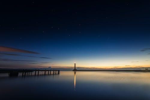Kostenloses Stock Foto zu abend, blauer himmel, dämmerung, dock