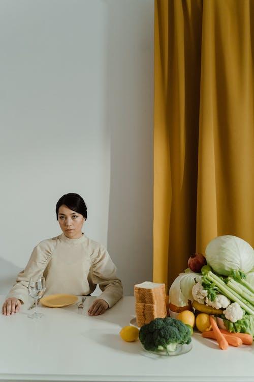 Gratis stockfoto met aan tafel, binnen, binnenshuis