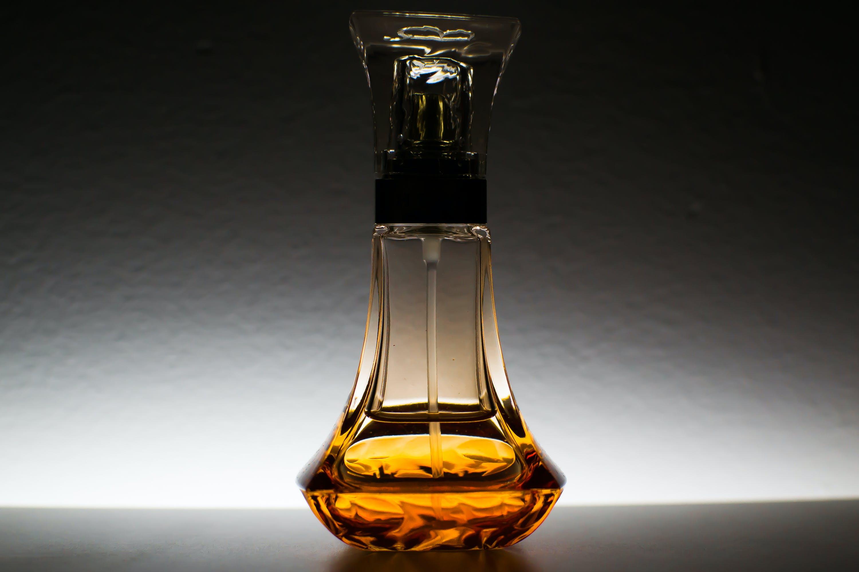 Kostenloses Stock Foto zu container, flasche, glas, parfüm