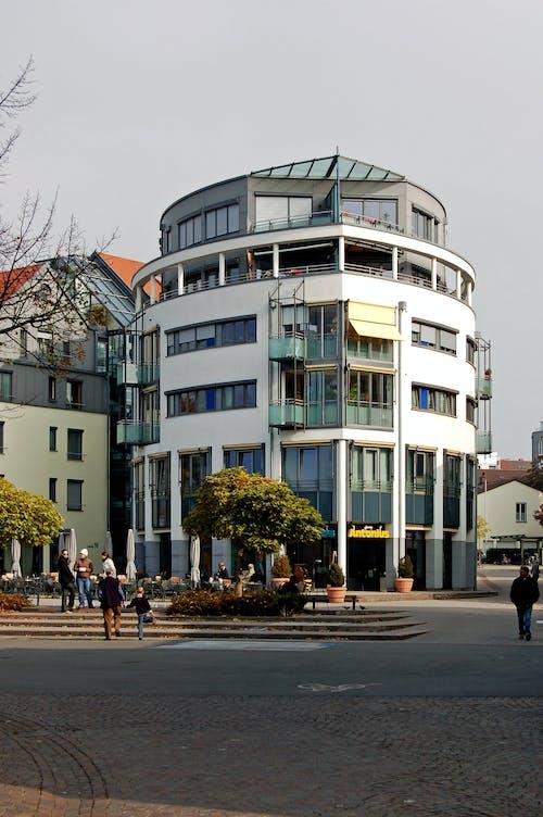 Kostenloses Stock Foto zu architektur, balkon, bar cafe, fassade