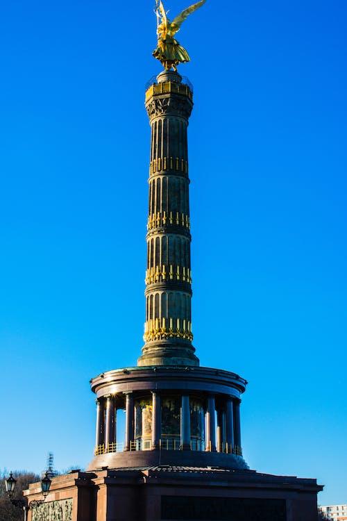 berlin, ciel bleu, plus sévère