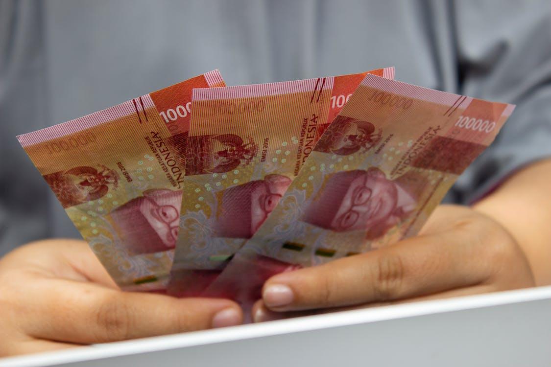 10 and 20 Philippine Peso Bill