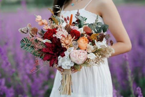 一束鲜花, 女人, 婚禮花束 的 免费素材图片