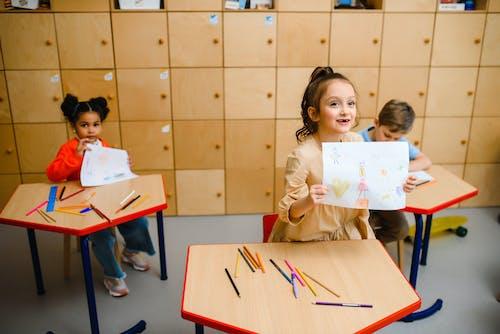Gratis lagerfoto af artwork, borde, børn lærer