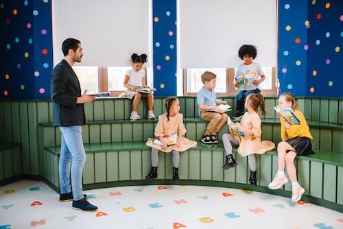 Gratis lagerfoto af børn, børn lærer, klasseværelse