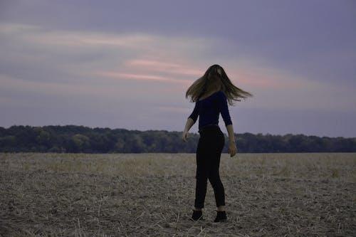 Fotobanka sbezplatnými fotkami na tému hracie pole, sloboda, západ slnka