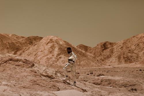 Gratis stockfoto met anime, astronaut, berg