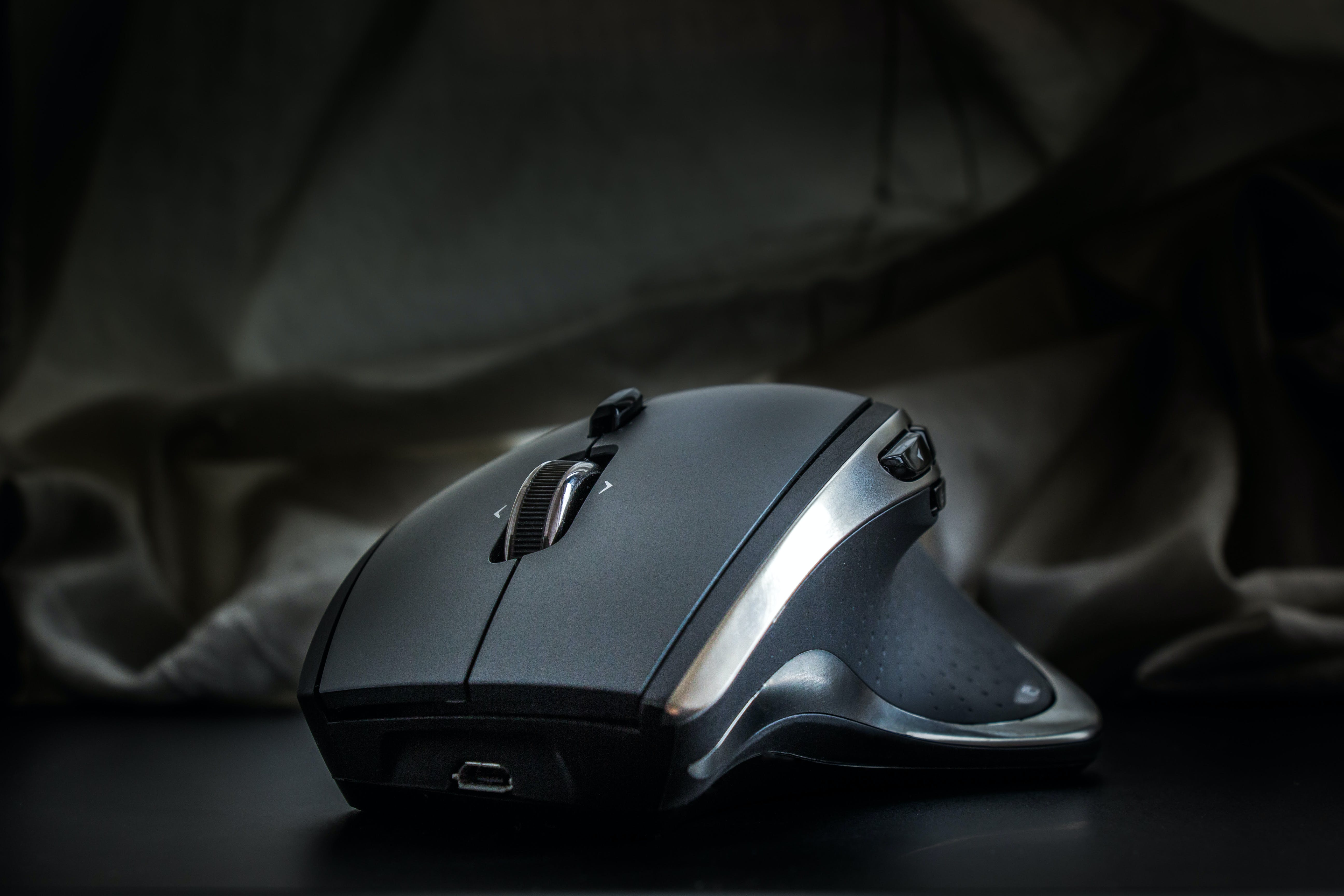 Selective Focus Photography Black Wireless Computer Mouse
