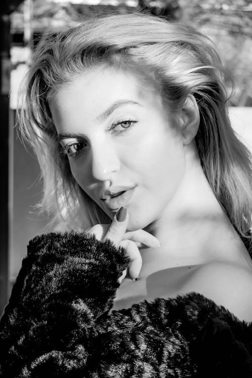 Photos gratuites de attirant, jeune fille, noir et blanc, sensualité