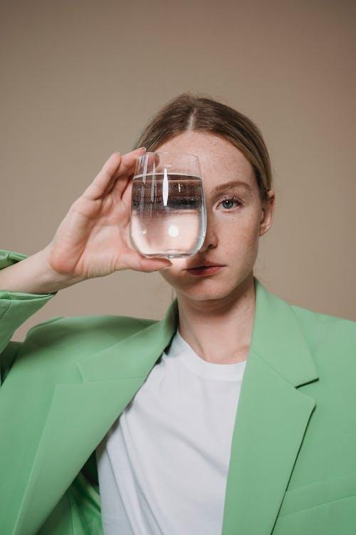 Immagine gratuita di bevanda, bicchiere, donna