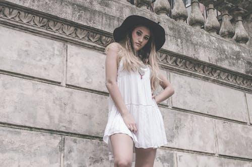 Photos gratuites de à la mode, beau, blond, chapeau