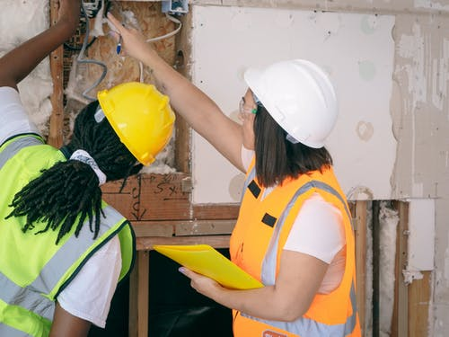 Fotos de stock gratuitas de casco de seguridad, chaleco reflector, equipo de protección personal