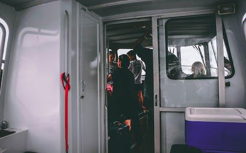 Foto stok gratis bangunan, kabin, kapal, manusia