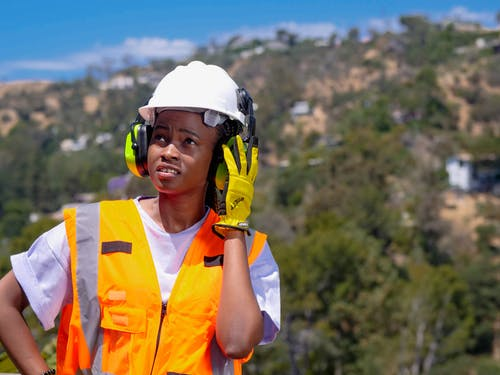 Бесплатное стоковое фото с афро-американец, взгляд вверх, защитное снаряжение