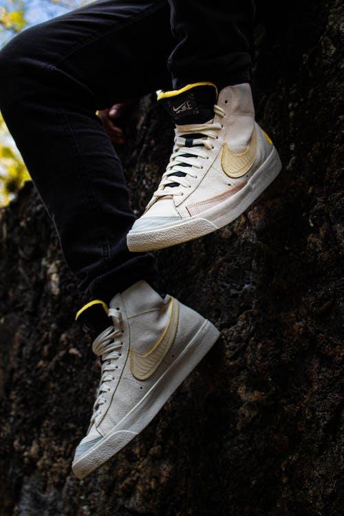 คลังภาพถ่ายฟรี ของ ยิงแนวตั้ง, รองเท้า, รองเท้าผ้าใบ