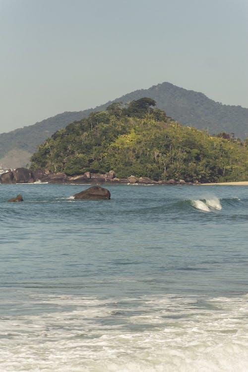 Gratis lagerfoto af båd, bjerge, bølge