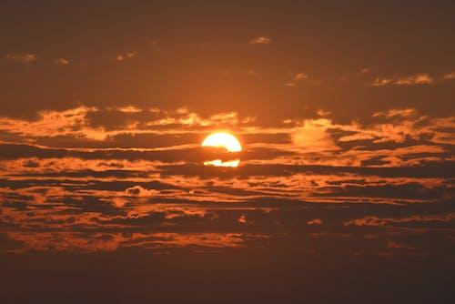 açık hava, akşam karanlığı, altın saat, bulutlar içeren Ücretsiz stok fotoğraf