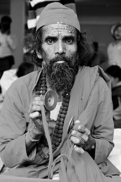 Foto profissional grátis de doença de pele, homem barbudo, olhando para a câmera