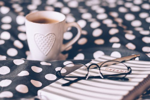 Kostnadsfri bild av cappuccino, dryck, fokus, glasögon