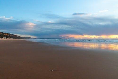 Ilmainen kuvapankkikuva tunnisteilla auringonlasku, hiekkaranta, meri, pilvet