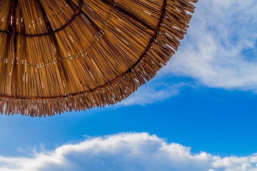 天空, 小屋, 沙灘帽, 海灘 的 免费素材照片