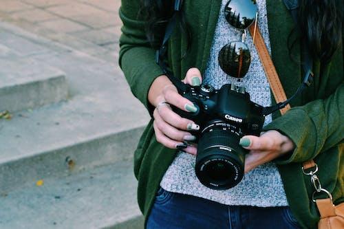 Základová fotografie zdarma na téma canon, fotka ulice, fotograf, holka