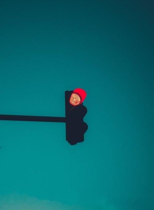 Gratis lagerfoto af advarsel, lodret skud, rødt lys
